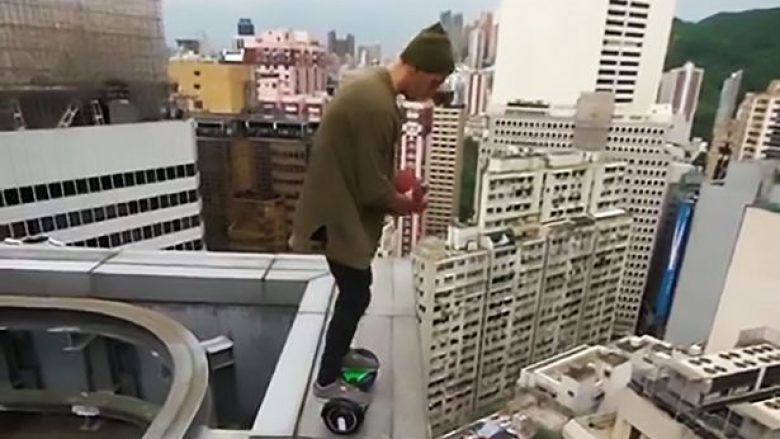 Loja me jetën në skajet e ndërtesës së lartë (Video, +18)
