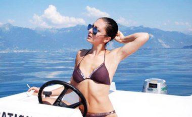 Adelina Ismajli rikthen format trupore, shikoni si duket në bikini (Foto)