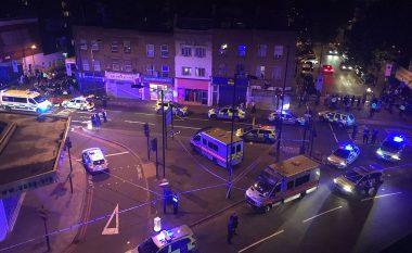 """""""Do t'i vrasë të gjithë myslimanët"""": Publikohen pamjet e sulmit pranë një xhamie në Londër - një i vrarë dhe dhjetë të plagosur (Foto/Video)"""