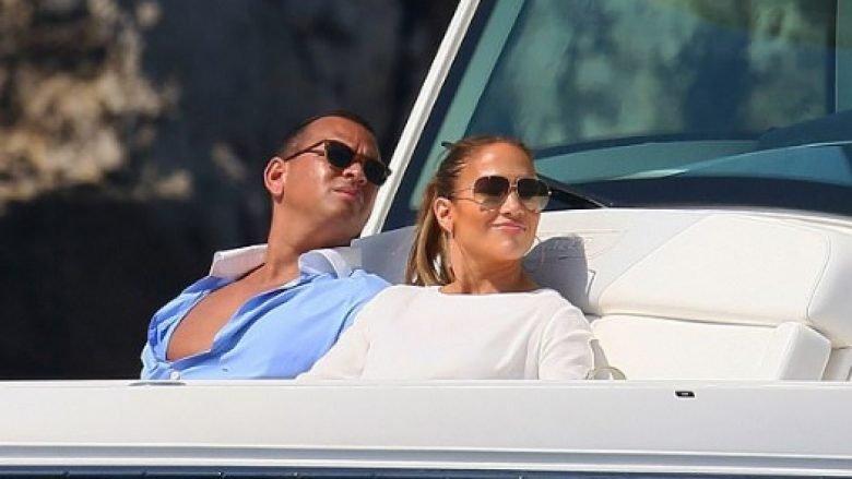 Jennifer Lopez në pushimë në jaht, shfaqet seksi pranë të dashurit Alex Rodriguez (Foto)