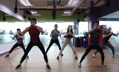 Stërvitje prej katër minutash – hit botëror: Shkrin kilogramët, tendos tërë trupin për më pak se një muaj! (Video)