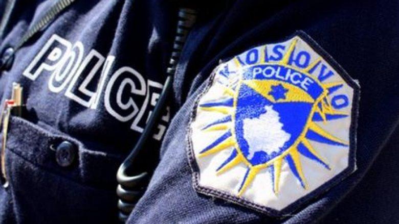 Kapet duke vjedhur, godet policët me sëpatë