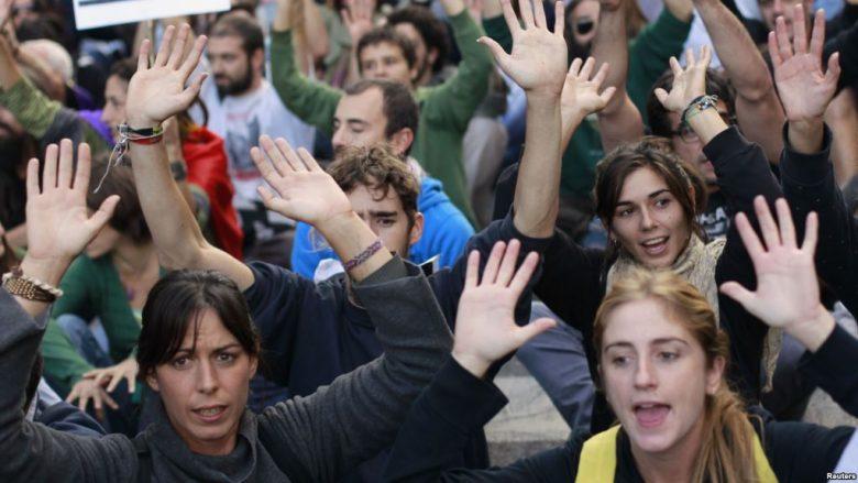 Spanjollët kërkojnë që qeveria të pranojë më tepër refugjatë