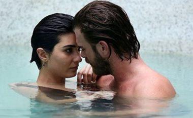 Aktorit turk nuk i pëlqen se po detyrohet të puthet në serial me kolegen (Foto)