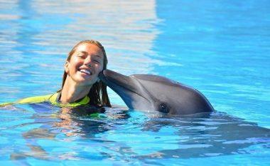 Adelina Tahiri shfaq natyralitetin e saj në Santorini (Foto/Video)