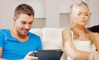 Sjelljet e xhelozisë që urrejnë meshkujt