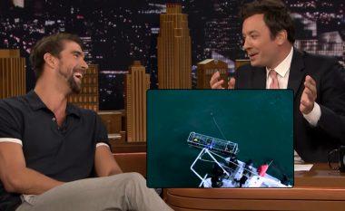 Michael Phelps deshi të garonte me peshkaqenin pa kafaz mbrojtës (Video)