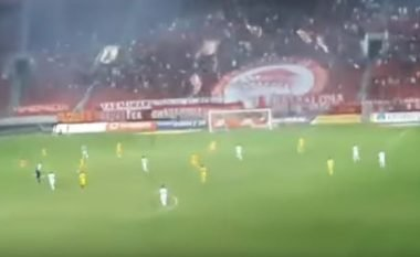 """Tifozët e Olympiacosit provokojnë Besnik Hasin, hapin pankartën """"Kosova është Serbi"""" (Video)"""