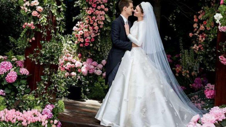 E magjishme në fustan të bardhë, Miranda Kerr publikon momente nga martesa (Foto)
