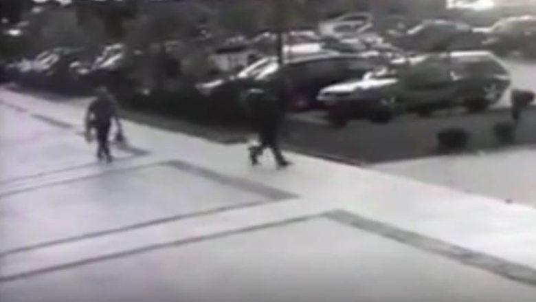 Pamje nga një vjedhje e pajisjeve elektronike në qendër të Prishtinës (Video)