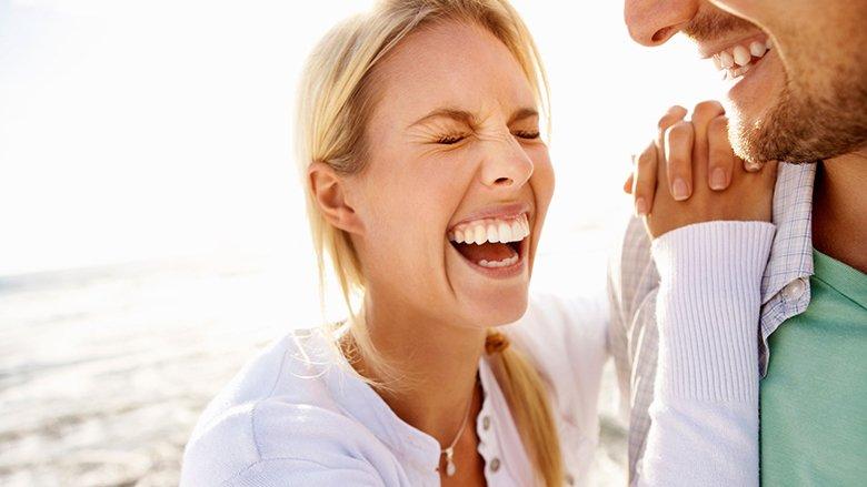 Cila është lidhja midis qeshjes dhe sëmundjes?