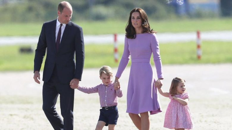 Përse Familja Mbretërore nuk udhëton askund pa marrë me vete kostum të zi