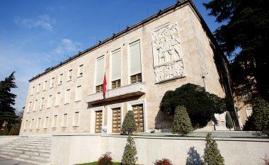 A e dinit se një nga kryeministrat shqiptarë përfundoi duke pastruar rrugët dhe pusetat?