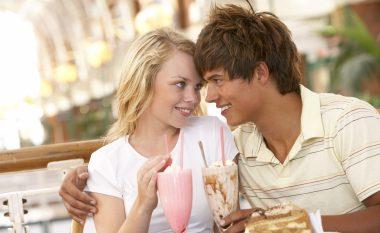 Adoleshentët pendohen kur fillojnë të bëjnë seks shumë herët: Kjo është mosha ideale për të filluar seksin