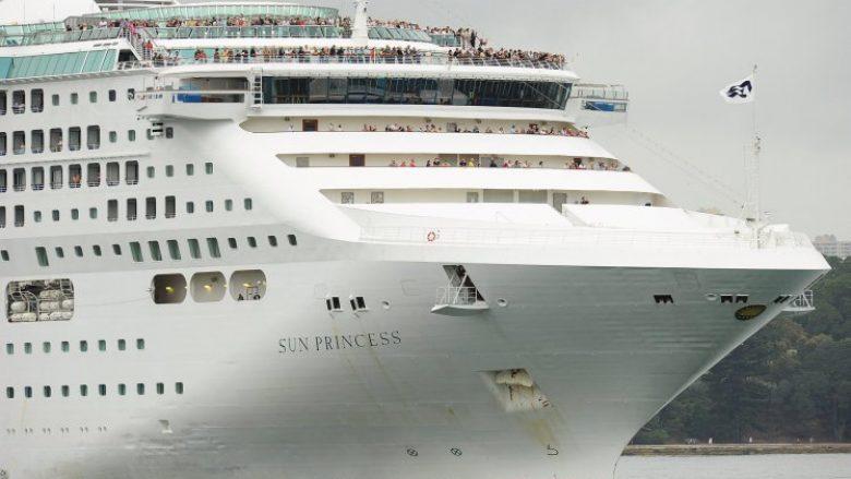 Afër 100 pasagjerë në anije, janë sëmurë në ditën e parë të udhëtimit (Foto)