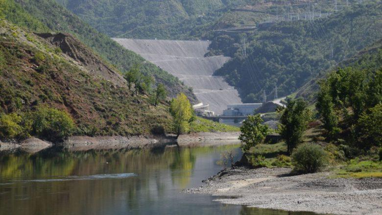 Thahet Fierza, përkeqëson bilancin energjetik në Shqipëri: Pritet të dalin gërmadhat e Kukësit të vjetër (Video)