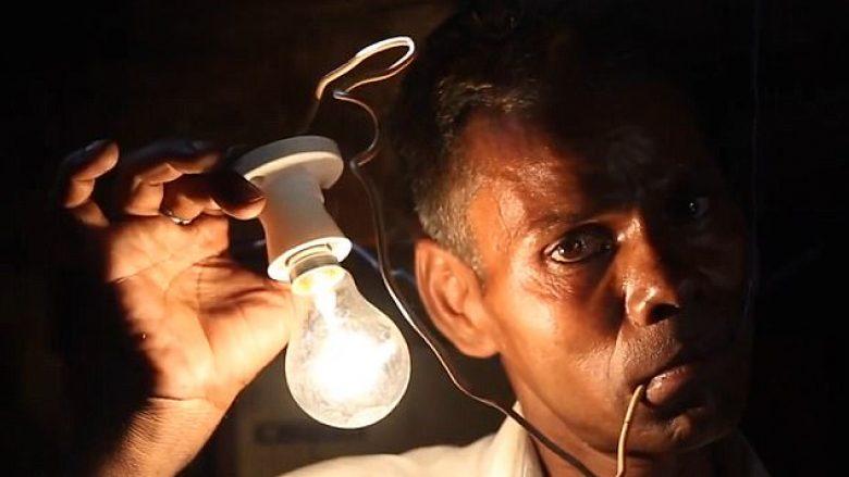 Ndezë poçin përmes energjisë që ka, nuk e ka problem të kapë kabllot e rrymës (Foto)