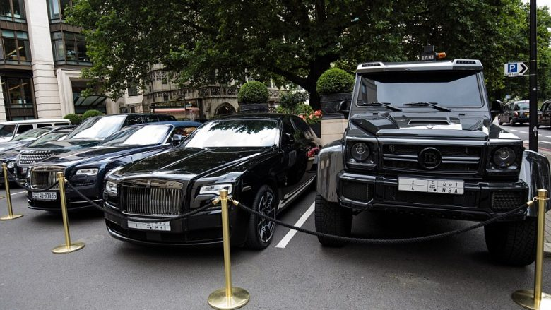 Super-veturat e pasanikëve arabë, mbushin qendrën e Londrës (Foto)