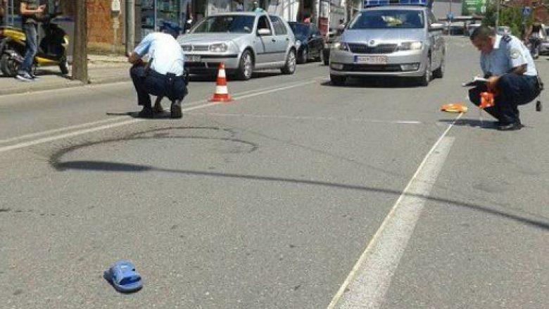 Gjykatësi godet me veturë 80 vjeçarin në Pejë (Video)