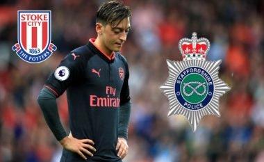 Policia e qytetit të Stoke tallet me Ozilin pas humbjes së Arsenalit (Foto)