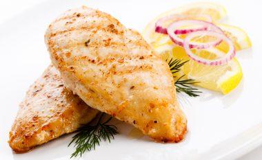 Truk i gjellëbërëseve me përvojë: Kjo është mënyra e drejtë e fërgimit të mishit të bardhë të pulës