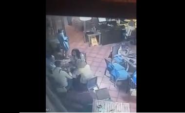 Kamera regjistron momentin kur vajza vjedh çantën në një restorant në Prishtinë (Video)
