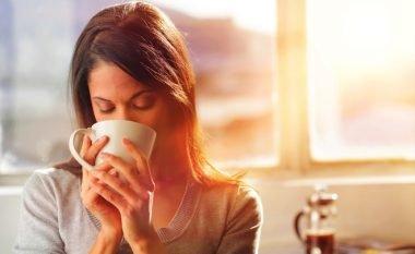 Një çaj i ëmbël, zgjidhje e mirë për të luftuar stresin