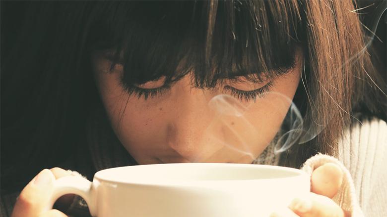 Qe pse s'duhet ta pini kafen e nxehtë