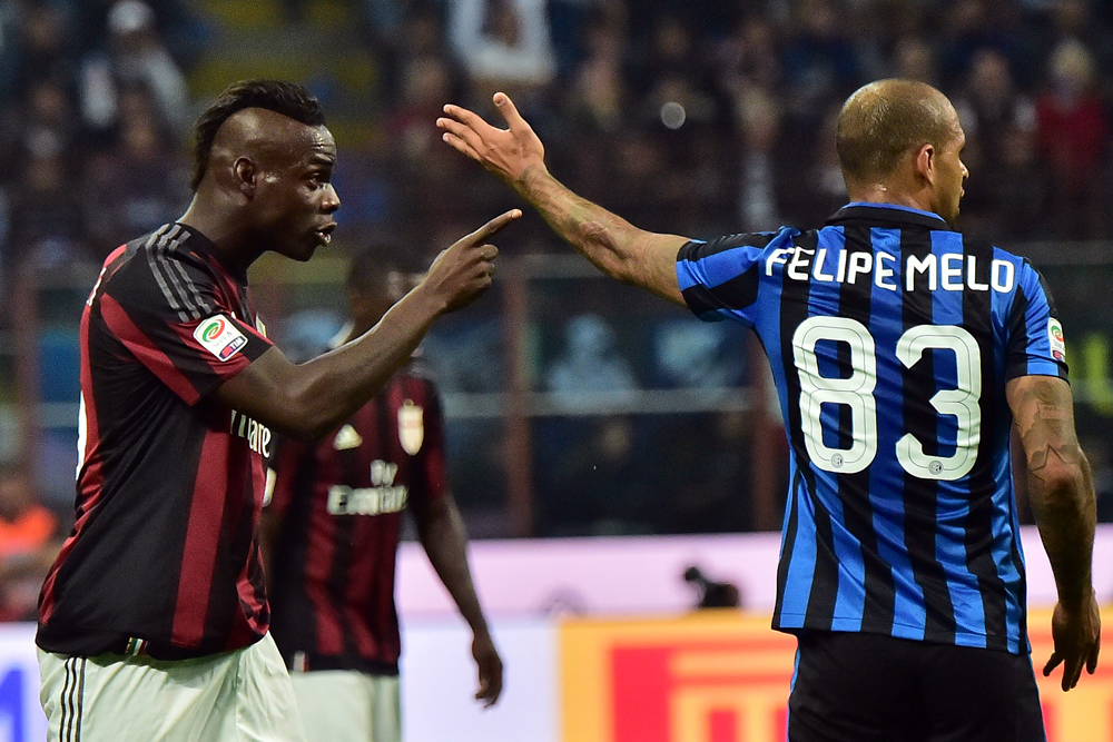 AC Milan's Italian forward Mario Balotelli (L) and Inter Milan's Brazilian midfielder Felipe Melo gesture during the Serie A football match between Inter Milan and AC Milan at San Siro Stadium in Milan on September 13, 2015 . AFP PHOTO / GIUSEPPE CACACE (Photo credit should read GIUSEPPE CACACE/AFP/Getty Images)
