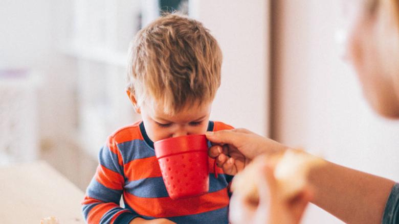 Lëngu i thanave mund të parandalojë infeksionet e sistemit urinar te fëmijët