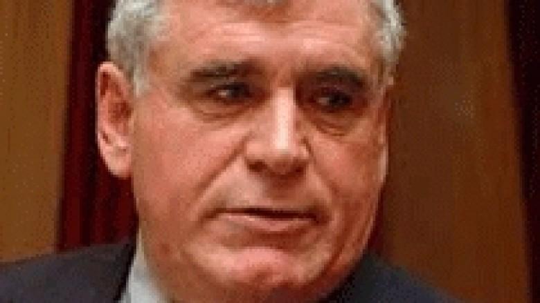 """Vllasi: Bën ambasador, por jo """"korrier"""" në Beograd"""