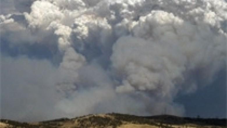 Australi, zjarrfikësit në garë me motin