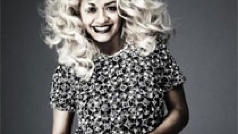 Rita Ora shpërblen fansat e saj