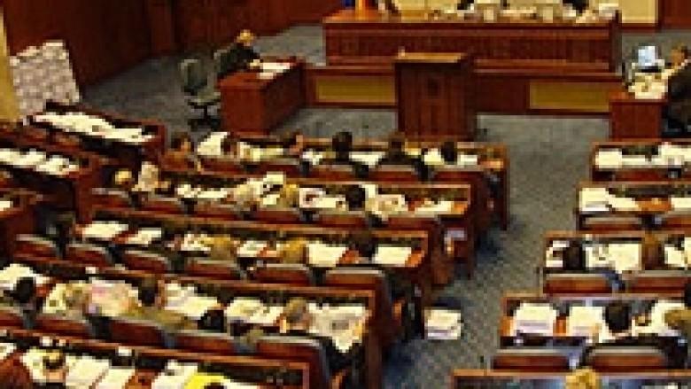 Opozita këmbëngul për zgjedhje parlamentare