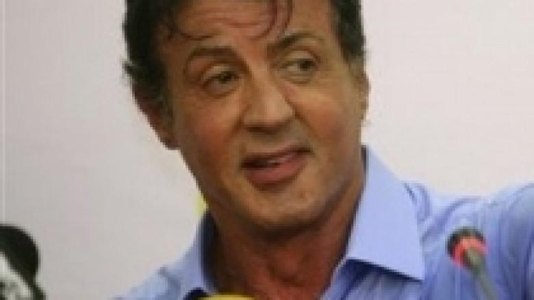 Stallone dha miliona për të heshtur akuzat e motrës
