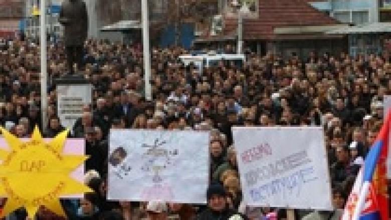 Përfundon protesta e 4 mijë serbëve në veri