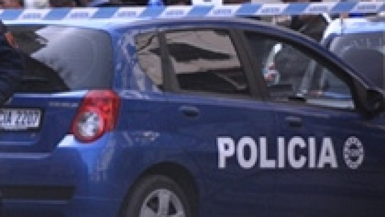 Arrestohen dy persona, morën peng shoferin