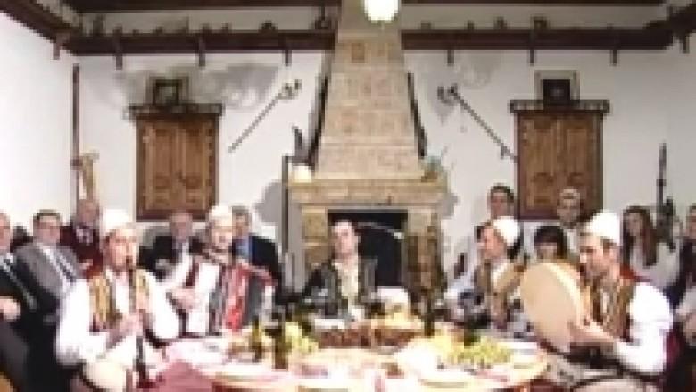Rreth Sofrës së Rahovecit… (Video)