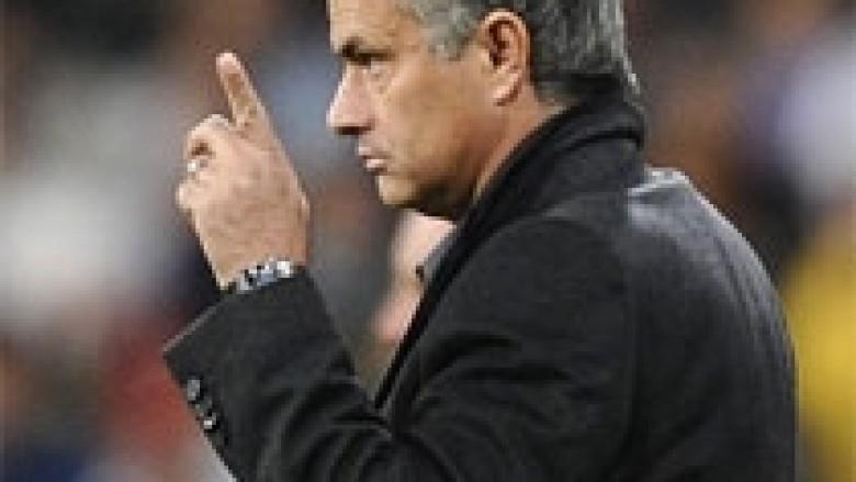 Mourinho do t'i thyejë rekordet e Ferguson