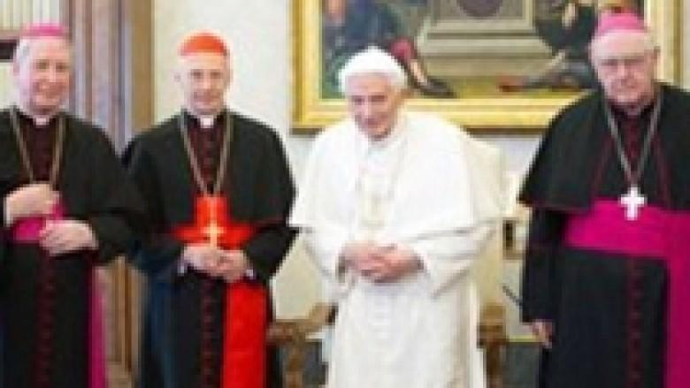 Vatikani mendon zgjedhje të parakohshme për Papën