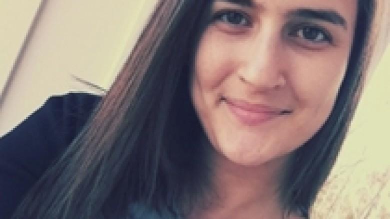 Studentja nga Kosova kërkon votën tuaj