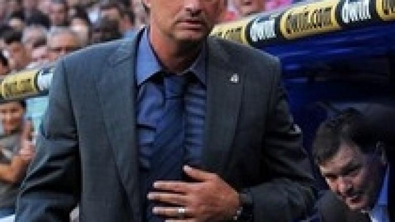 Mourinho uron Barcën për titullin