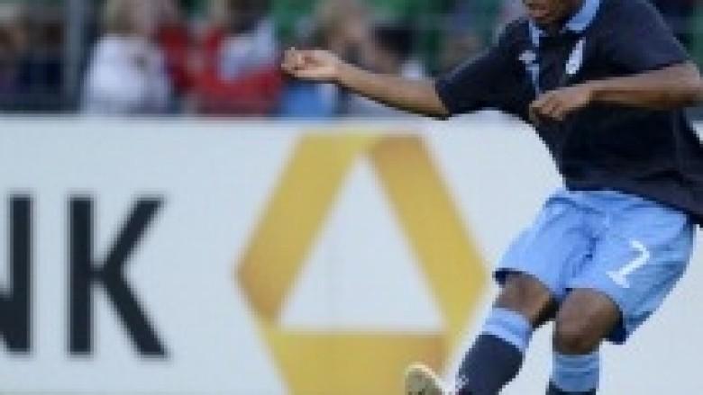 Sterling nënshkruan kontratën e parë me Liverpoolin