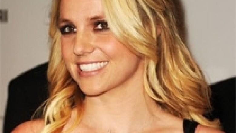 Britney mohon problemet në lidhje