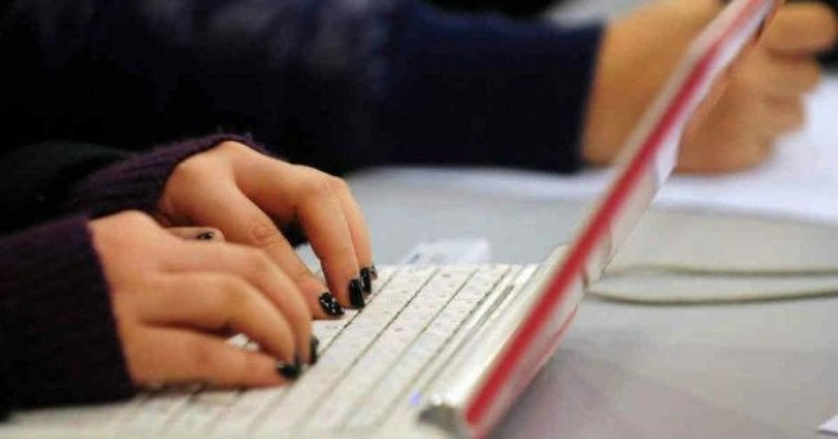 Rreziqet që u shkakton fëmijëve përdorimi i tepërt i internetit