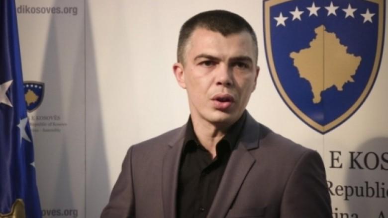 Jabllanoviqi i quan egërsira protestuesit në Gjakovë (Video)