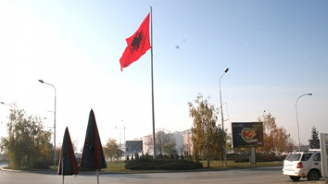 Image result for flamuri te rrethi