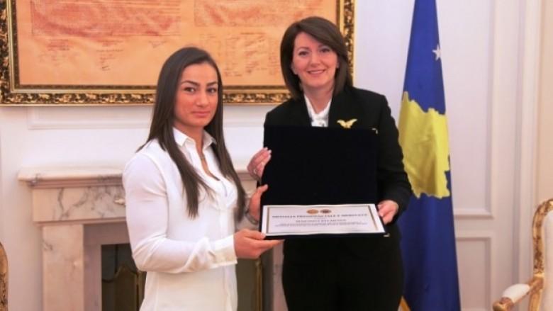 Majlinda Kelmendi dekorohet me Medaljen Presidenciale të Meritave