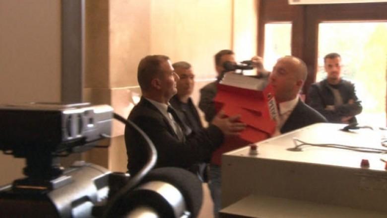 Momenti kur Haradinaj hyn në Kuvend dhe e quan kryeministrin qen (Video)