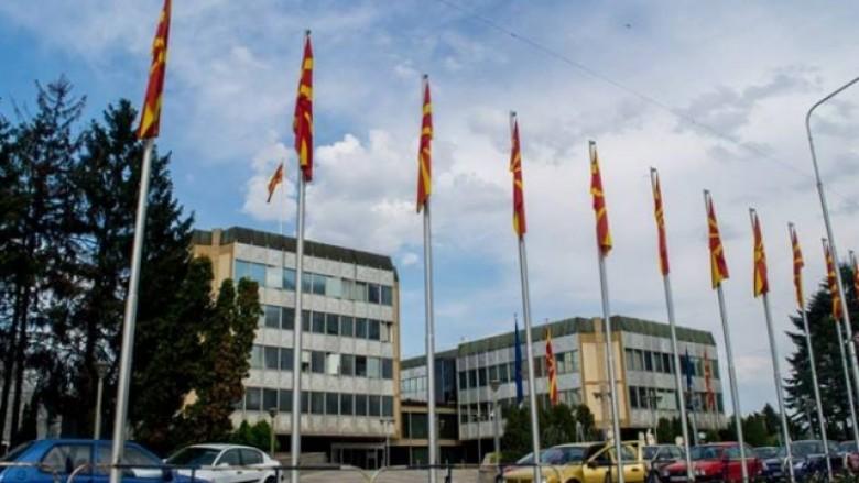 Betohen avokatët e rinj të shtetit në Maqedoni, 3 shqiptarë (Video)